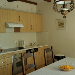 The magnificent kitchen in the gîte that we had no intention of using